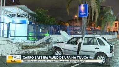 Motorista perde o controle do carro e derruba muro de UPA na Tijuca - Um motorista perdeu o controle da direção e invadiu o muro da Unidade de Pronto Atendimento (UPA) da Tijuca, na Zona Norte do Rio, na madrugada desta quinta-feira (17).