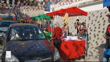 Colégio de Goiânia prepara arraiá drive-thru para receber pais e alunos - Comemoração é a imagem do dia desta sexta-feira (19).