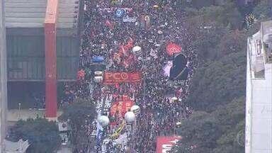 Milhares voltam às ruas em todos os estados e no DF em manifestações contra Bolsonaro e pela vacina - Os atos convocados por movimentos sociais e estudantis marcaram o sábado (19) no país.