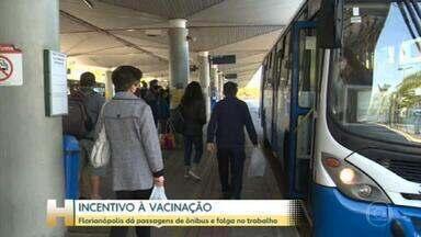Florianópolis dá passagem de ônibus e folga no trabalho para quem for vacinar - Para ganhar a passagem é preciso cadastrar no site da prefeitura 48 horas antes da vacinação. Para a folga deve ser apresentado o comprovante da imunização.