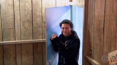 Pabllo Vittar se emociona com quadro 'Visitando o Passado' - Cantora relembra casa onde morou por dez ano com a mãe e as irmãs em Santa Izabel do Pará