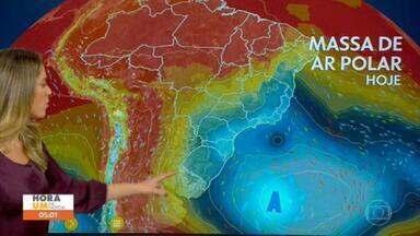 Alta polar se afasta e as temperaturas começam a subir no Brasil - Alta polar está se afastando em direção ao oceano, com isso, o tempo começa a esquentar. Não tem previsão de chuva nesta quinta-feira (1º) para São Paulo. Alerta para chuva no Nordeste. Risco de temporal no Recife.