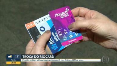 Cartão Riocard antigo vai funcionar só até sexta-feira (2) - Troca pelo novo modelo, na cor laranja, é gratuita e pode ser realizada nas lojas Riocard Mais. Pagamento por aproximação também deve começar a ser aceito a partir de segunda (5).