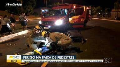 Três pessoas são atropeladas ao atravessar rua em Luziânia - Trio estava passando por faixa de pedestres quando foi atingido por moto.