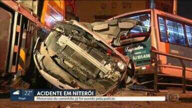 Motorista de caminhão que causou acidente grave em Niterói é ouvido pela polícia - O acidente envolveu um caminhão, dois ônibus e três carros ontem em Niterói, na Alameda São Boaventura. Teste de embriaguez do motorista deu negativo.