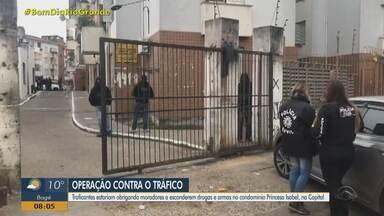 Polícia Civil faz operação contra o tráfico de drogas em Porto Alegre - Duas pessoas foram presas.