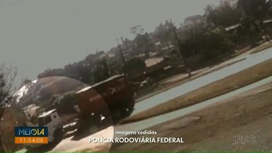 Fusca atravessa a BR-277 e é atingido por carreta, em Cantagalo - Motorista do carro, de 75 anos, morreu.