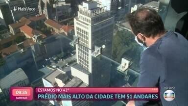'Mais você' visita mirante de vidro no prédio mais alto de São Paulo - Experiência de observar a cidade de cima pode causar medo, mas vale pela paisagem. Atração abre ao público no próximo dia 8 de agosto