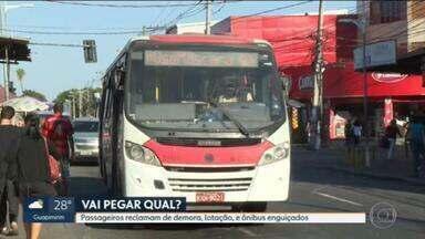 Passageiros reclamam da demora, lotação e ônibus enguiçados, em Campo Grande - Secretaria municipal de Transportes disse que está revisando o sistema para reformular itinerários.
