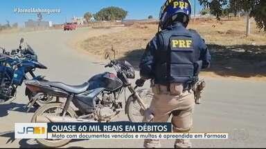 PRF apreende moto com quase R$ 60 mil em multas, em Formosa - Segundo os agentes, moto também estava com documentos vencidos.