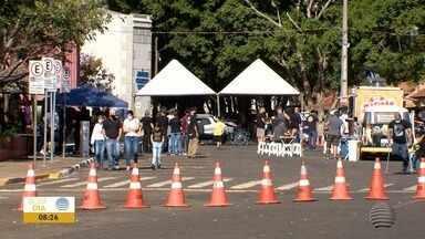 Moradores do Oeste Paulista comemoram o Dia dos Pais com almoço especial - Teve quem preferiu ir se divertir na Feira do Rock.