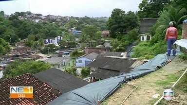 Moradores de Águas Compridas, em Olinda, temem deslizamento de barreira - Calendário do NE1 foi à rua Trégua para cobrar construção de um muro de arrimo na área