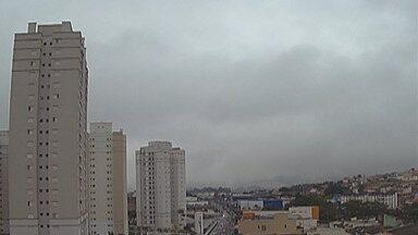 Sexta-feira será de frio e chuva no Alto Tietê - Temperaturas não devem passar dos 20 graus. Chuva pode ocorrer em qualquer momento do dia.