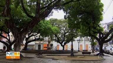 Praça no centro do Recife é retrato do abandono e da falta de manutenção - A Praça 17 fica no bairro de Santo Antônio e faz homenagem a heróis da Revolução Republicana de 1817