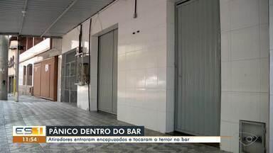 Homem de 30 anos morre após ser baleado dentro de um bar em Cariacica - Assista.