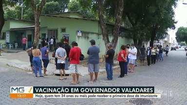 Pessoas a partir de 24 anos são vacinadas contra a Covid-19 em Governador Valadares - Vacinação avançou na cidade.