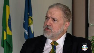 PGR informa ao STF que abriu apuração preliminar sobre ataques de Bolsonaro às urnas - A decisão de Aras veio após a ministra Cármen Lúcia ter cobrado, por duas vezes, uma manifestação da PGR. Ele aproveitou para se defender das críticas de que vem deixando investigações na gaveta.
