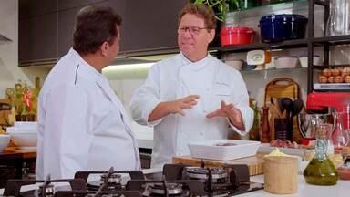 Bisque de frutos do mar - Claude se inspira na gastronomia francesa e cozinha com Batista um caldo de frutos do mar com leite e coco e cúrcuma. A receita é um presente para as entregadoras Joyce e Jessica.