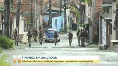 Criminosos trocaram tiros em comunidade de Salvador - Escolas foram fechadas e ônibus deixaram de circular.