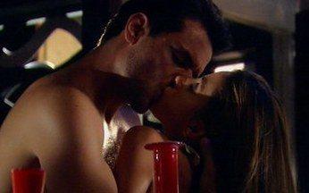Duda e Raj têm recaída - Duda não resiste às investidas de Raj e os dois acabam passando a noite juntos