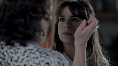 Danielle afirma a Maria Marta que não tem um caso com Maurílio - Ela se defende da tentativa de agressão da ex-sogra e discute com José Pedro