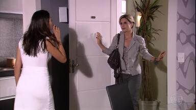 Luísa tenta pedir perdão para Marcela, que não aceita - Renato chega e ameaça Luísa