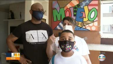Criança autista é vítima de preconceito no condomínio onde mora na Freguesia - Menino é filho do baterista do Grupo Molejo. Caso foi registrado na delegacia