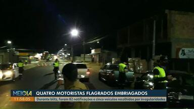 Quatro motoristas são presos por embriaguez ao volante, em Cascavel - Durante blitz, foram 82 notificações e cinco veículos recolhidos por irregularidades.
