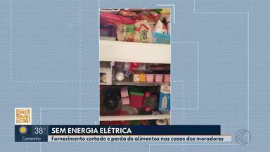 Moradores da Comunidade Chácaras Paraíso em Uberlândia têm energia cortada - Gerador bancado pelo loteador disse que não iria arcar com os custos da energia elétrica. Cemig só vai fornecer energia quando a área for regularizada.