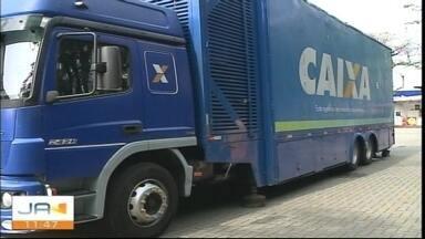 Caminhão da Caixa para renegociar dívidas chega a Criciúma - Caminhão da Caixa para renegociar dívidas chega a Criciúma