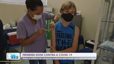 Borá conclui a vacinação da primeira dose no público-alvo da campanha contra a Covid - Os adolescente que moram em Borá (SP) foram vacinados contra a Covid-19 nesta segunda-feira (13). A menor cidade do estado de São Paulo concluiu a aplicação da primeira dose em todos os públicos que podem receber a imunização.