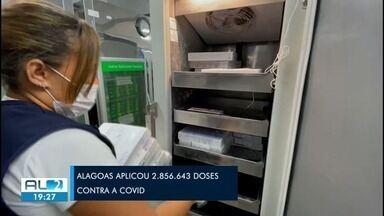 Alagoas recebe mais de 90 mil doses de vacinas contra Covid - Imunizantes são contabilizados e armazenados na sede do Programa Nacional de Imunização (PNI), em Maceió.