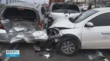 Destaques do dia: Acidente entre cinco veículos deixa feridos e trânsito lento em Salvador - Veja este e outros destaques desta segunda-feira (13), no BATV.