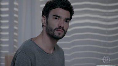 José Pedro discute com Amanda - Ele critica a participação de Amanda no projeto de Cristina