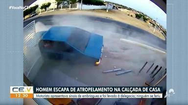 Homem escapa de atropelamento na calçada de casa - Saiba mais em g1.com.br/ce
