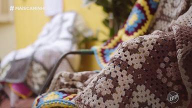 Edlaine Garcia conhece o projeto Quadradinhos de Amor em Campinas (SP) - Edlaine Garcia conheceu o projeto 'Quadradinhos de Amor', uma iniciativa voluntária em Campinas (SP) que produz mantas de lã formadas por quadradinhos de crochê, que são doadas a entidades carentes da região e de outros estados.