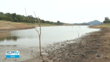 Reservatório Cantareira opera com 33,5% da capacidade - Para reforçar sistema, Sabesp quer captar mais 60 bilhões de litros do Rio Paraíba do Sul.