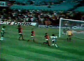 Em 1980, os gols de Flamengo 4 x 3 Coritiba, pelo Campeonato Brasileiro