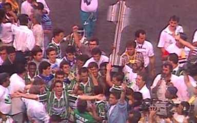 Em 1993, Palmeiras bate o Vitória no Morumbi e sagra-se Campeão Brasileiro