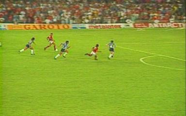 Em 1992, Flamengo vence o Botafogo por 3 a 0 pela primeira partida da final do Brasileirão