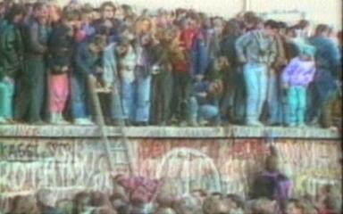 Arquivo JN: alemães comemoram a queda do muro de Berlim