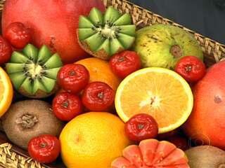Resultado de imagem para frutos que ajudam a combater o envelhecimento melao alca
