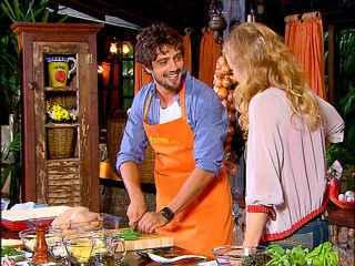 Rafael Cardoso mostra seu talento como chef para Angélica