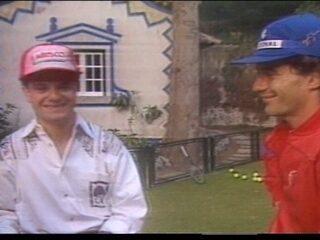 Em 1990, ainda antes de correr na F1, Barrichello conversa com Ayrton Senna