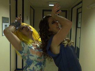 Elenco de 'Cheias de Charme' canta 'Vida de Empreguete'