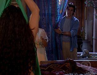O Clone: Jade dança e Lucas a observa