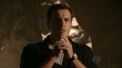 Théo conhece a caverna de São Jorge