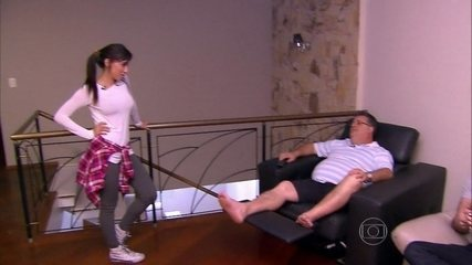 Anitta troca de rotina com sua xará anônima e mostra habilidade doméstica