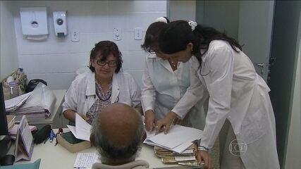 """Cubanos do """"Mais Médicos"""" vão passar a receber um salário maior"""
