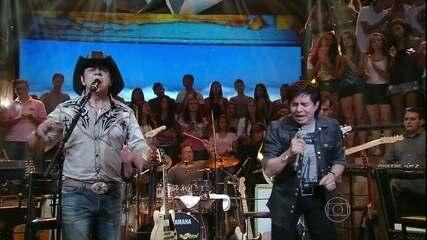 Chitãozinho & Xororó cantam hit de Raul Seixas